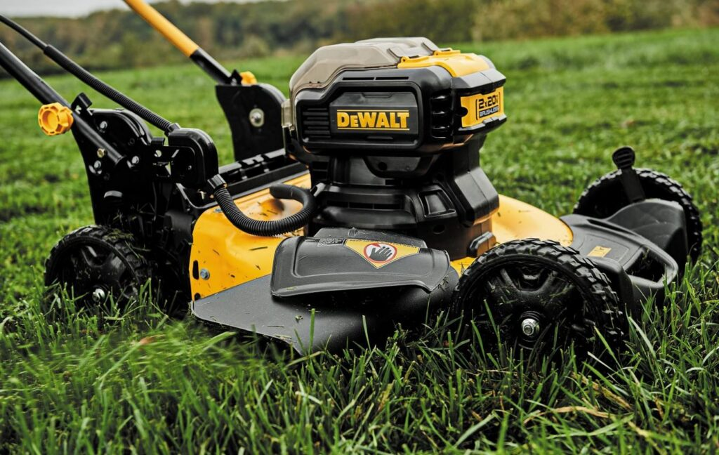 Choosing the Best Cordless Lawn Mower Canada